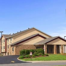 Super 8 By Wyndham Collinsville St. Louis in O'fallon