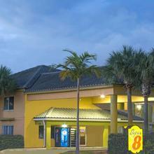 Super 8 By Wyndham Dania/fort Lauderdale Arpt in North Miami Beach