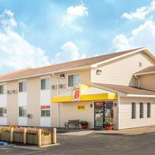 Super 8 By Wyndham Moberly Mo in Moberly
