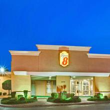 Super 8 By Wyndham Norman in Norman
