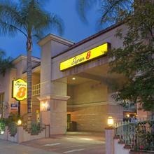 Super 8 By Wyndham North Hollywood in San Fernando
