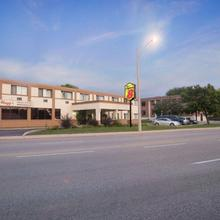 Super 8 By Wyndham Sarnia On in Sarnia