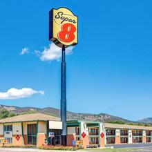 Super 8 By Wyndham Yreka in Montague