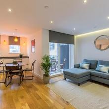 Super Central 2 Bedroom Flat With Balcony Zone 1! in London