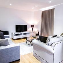 Surbiton Hills Apartment in London