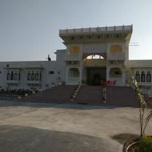 Tej Mahal Palace Bandikui in Baswa