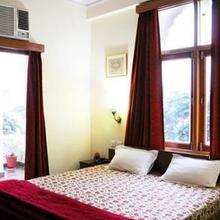 Manwar Garden Resort in Rohera