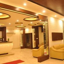 The Royal Oak Hotel in Murudeshwara