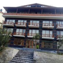 OYO 17003 The Spruce Mansion in Manali