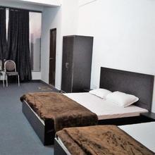 OYO 36432 Hotel Tarang in Muradnagar