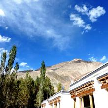Tih Lharjey Resort in Deshkit