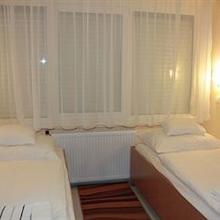 Tisza Corner Hotel in Domaszek