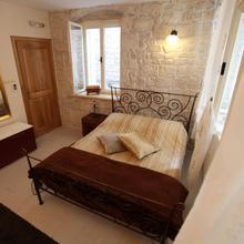 Tragurium & Salona Apartments in Trogir