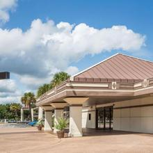 Travelodge By Wyndham Deltona in Sanford