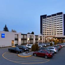 Travelodge By Wyndham Quebec City Hotel & Convention Centre in Quebec