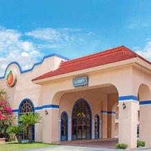 Travelodge Suites By Wyndham East Gate Orange in Kissimmee