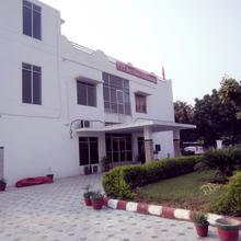 U.i.t. Rest-house & Restaurant in Bhiwadi
