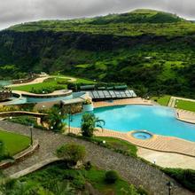Upper Deck Resort in Khandala