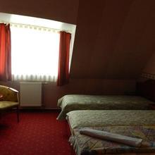 Vadász Étterem és Hotel in Gencsapati