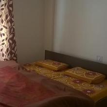 Vaikunth Dham Guest House in Badrinathpuri
