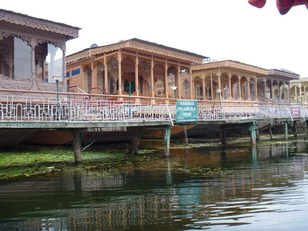 Vale of Kashmir Houseboat in Srinagar