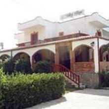Valley Village in Listaros