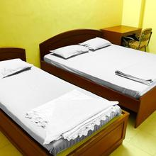 Vcare Service Apartment - Road No. 10 in Kachegudajous
