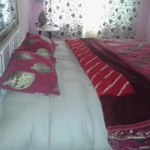 Victoria Home Stay in Malarpura