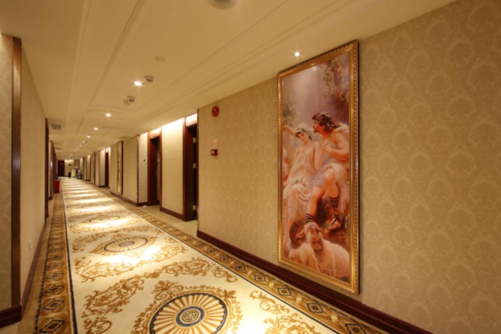Vienna Hotel Shenzhen Xiashuijing Subway Station in Shenzhen