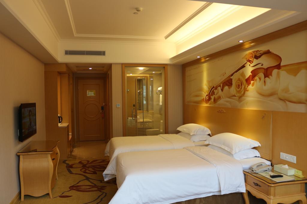 Vienna International Hotel Shenzhen Qianhai in Shenzhen