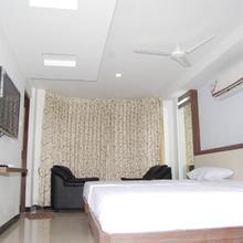 Vijayalakshmi Hotel in Naranapuram