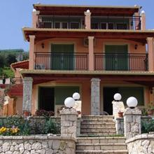 Villa Pepy in Chlomos