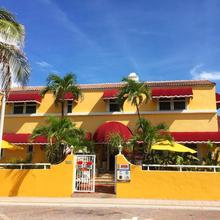 Villa Sinclair Beach Suites And Spa in North Miami Beach