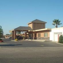 Village Inn in Tulare