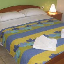 Vrisi Apartments & Villa in Listaros