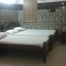 V.s.n Lodge in Kalligudi