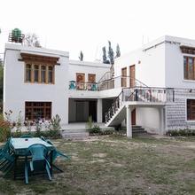 Wachan Guest House in Deshkit