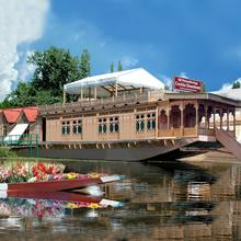 Welcomheritage Gurkha Houseboat in Malarpura