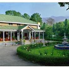 Welcomheritage Taragarh Palace in Bir