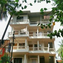 White House Beach Apartment in Pernem