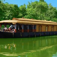 Whitehouse Houseboat in Kottayam