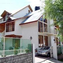Wood Valley Cottage in Manali