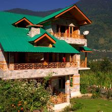 Woodyvu Mansari Cottage in Manali