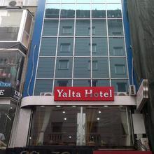 Yalta Hotel in Istanbul