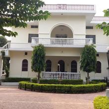 Yogi Ashram Guest House in Rajanagar