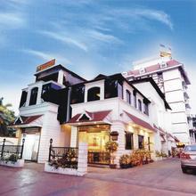 Yuvarani Residency in Tripunittura