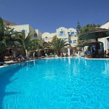 Zephyros Hotel in Thira