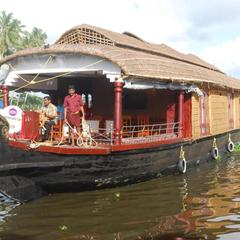 Beach Paradise House Boat in Alappuzha