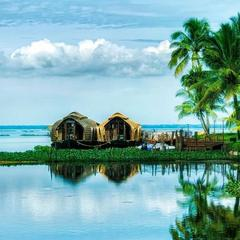 Blue Lilly Lake Home in Alappuzha