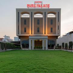 Capital O 19528 Hotel Park Palace in Ujjain
